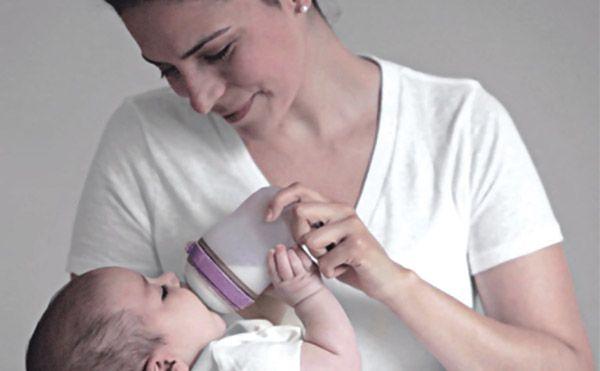 Bình sữa Comotomo được làm từ chất liệu an toàn cho sức khỏe của bé