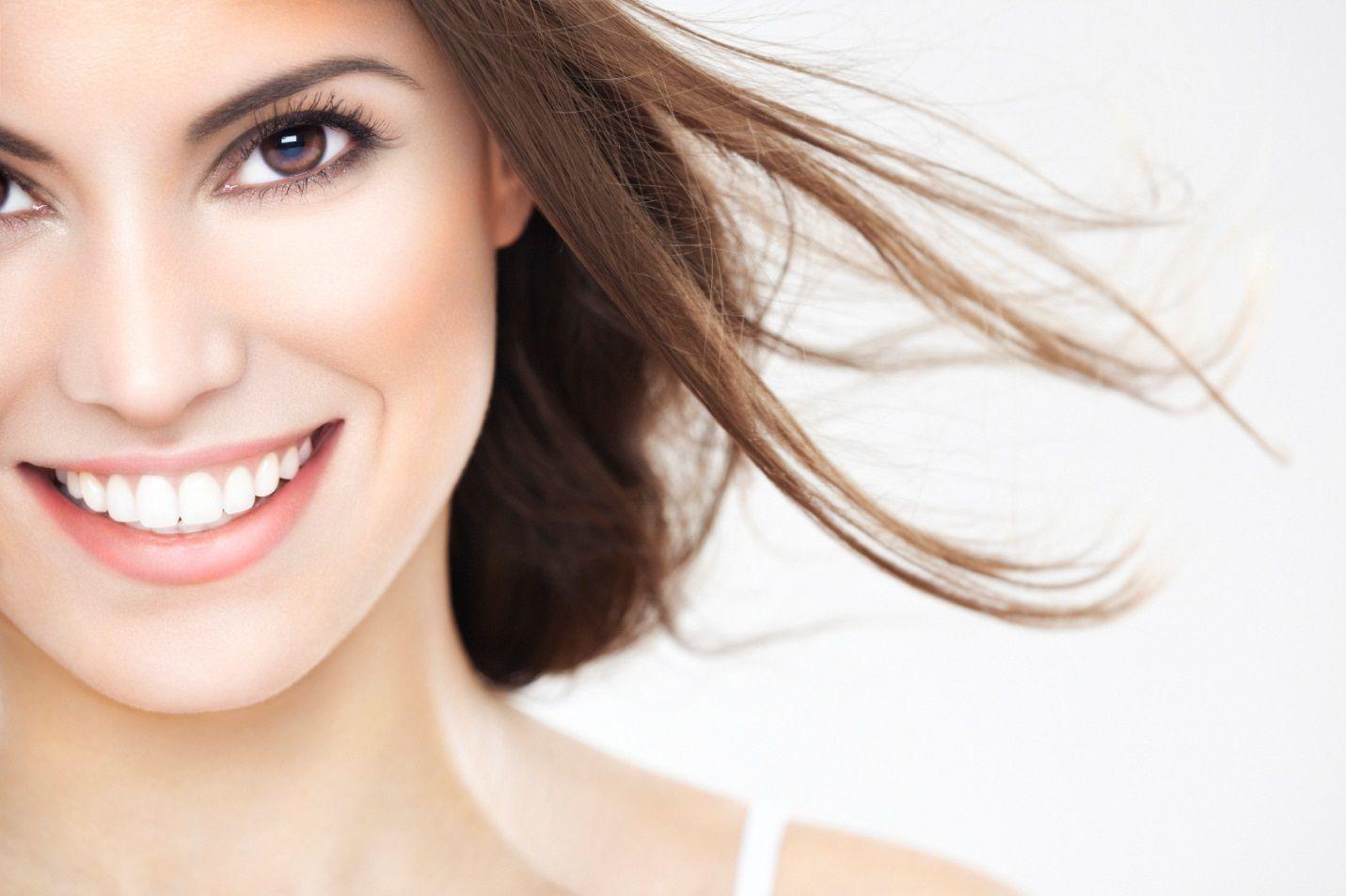 Sử dụng kem đánh răng Crest 3D White để có hàm răng chắc khỏe, tự tin với nụ cười  trắng sáng