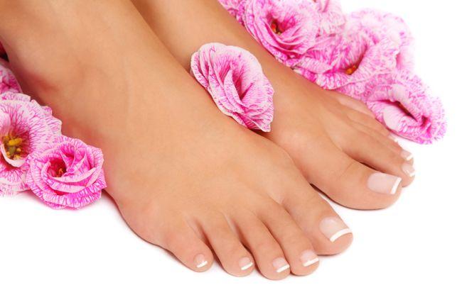 Sử dụng xịt khử mùi Scholl hàng ngày để đôi chân khô thoáng, mát lạnh cả ngày