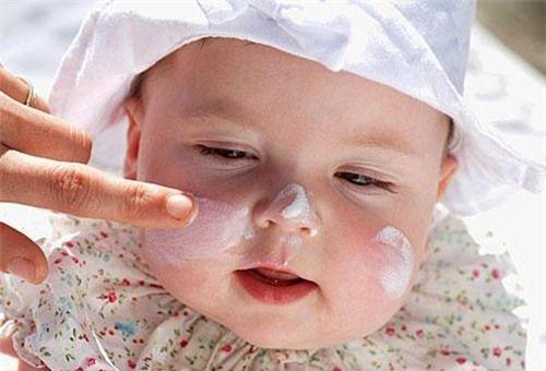 Kem chống nẻ giúp chăm sóc và bảo vệ làn da bé, tránh tình trạng da khô, mẩn đỏ, bong tróc