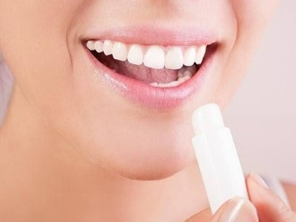 Son dưỡng Bioderma giúp giữ ẩm cho đôi môi luôn mềm mại, điều trị khô, nứt nẻ do môi trường, thời tiết