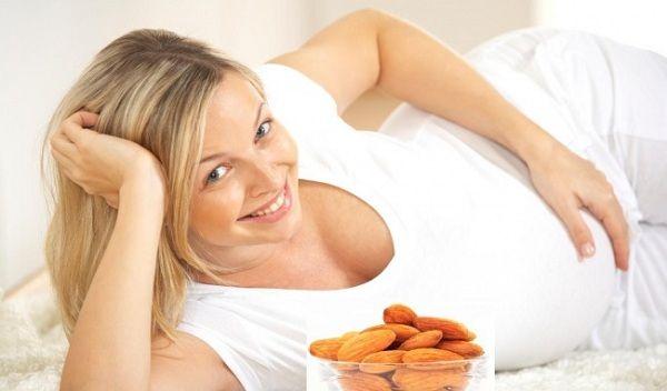 Bà bầu ăn hạnh nhân giúp bổ sung dinh dưỡng cho thai nhi và giảm các khuyết tật bẩm sinh của em bé