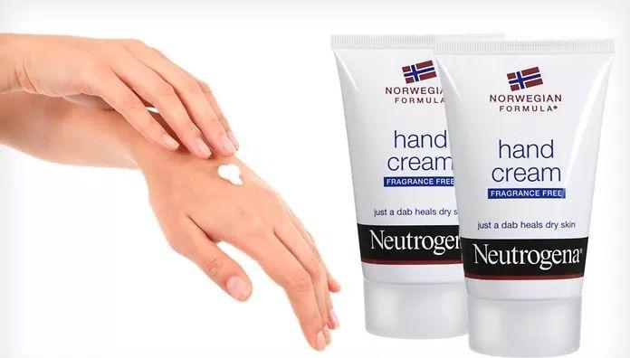 Kem dưỡng da tay Neutrogena cung cấp độ ẩm, làm mềm các vùng da khô ráp, cho đôi bàn tay mịn màng