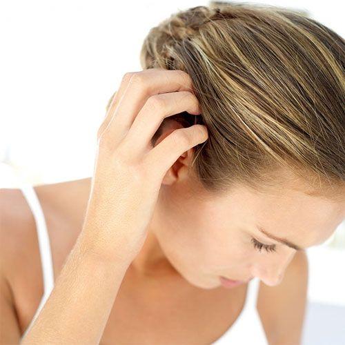 Dầu gội Ducray Kertyol PSO giúp kiểm soát gàu, loại bỏ cảm giác ngứa ngáy khó chịu, làm sạch mọi vảy gàu bám trên da đầu