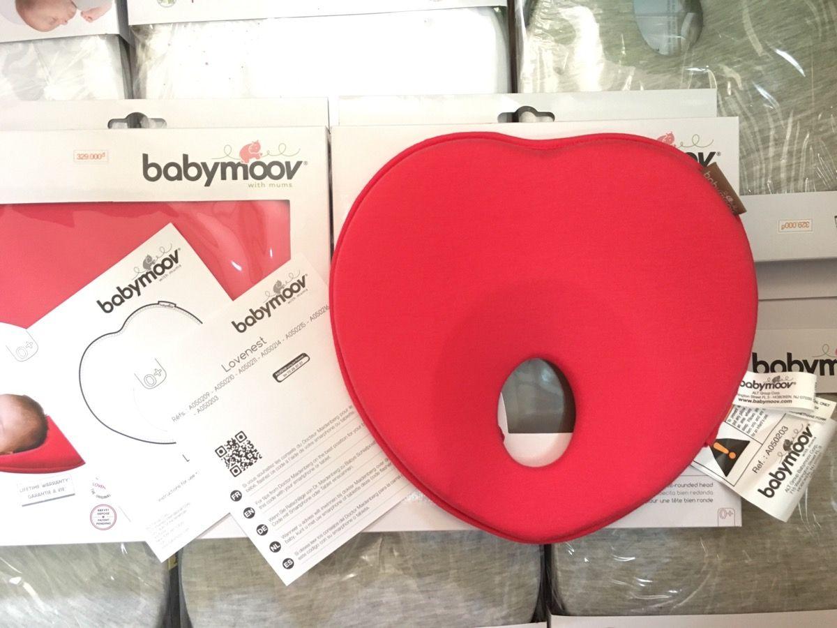 Gối chống bẹp đầu Babymoov được làm bằng chất liệu vải thông thoáng