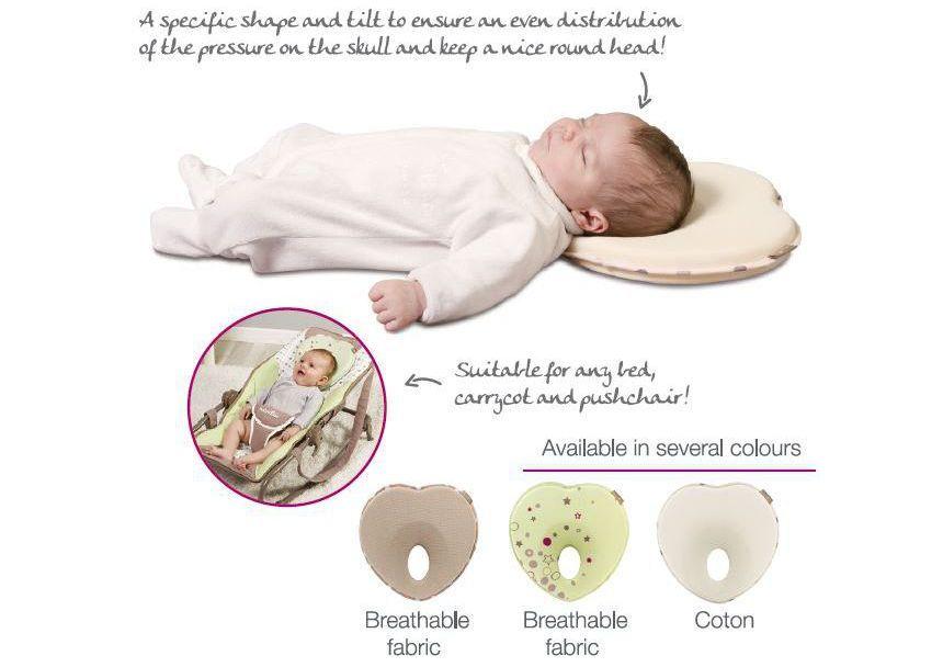 Gối được thiết kế có phần lõm giúp đầu bé phân bố đồng đều trọng lượng khi ngủ
