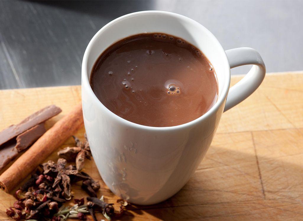 Trong cacao có đầy đủ các dưỡng chất cơ bản như protein, carbohydrate và lipid giúp cung cấp năng lượng