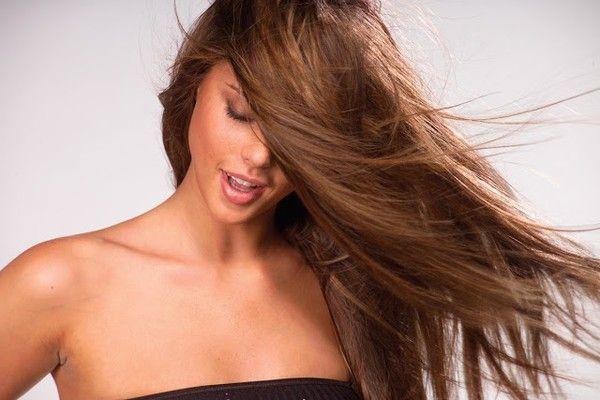 Dầu gội, xả Sasaba cung cấp thành phần Vitamin B5, vitamin C+ giúp phục hồi tóc hư tổn nặng