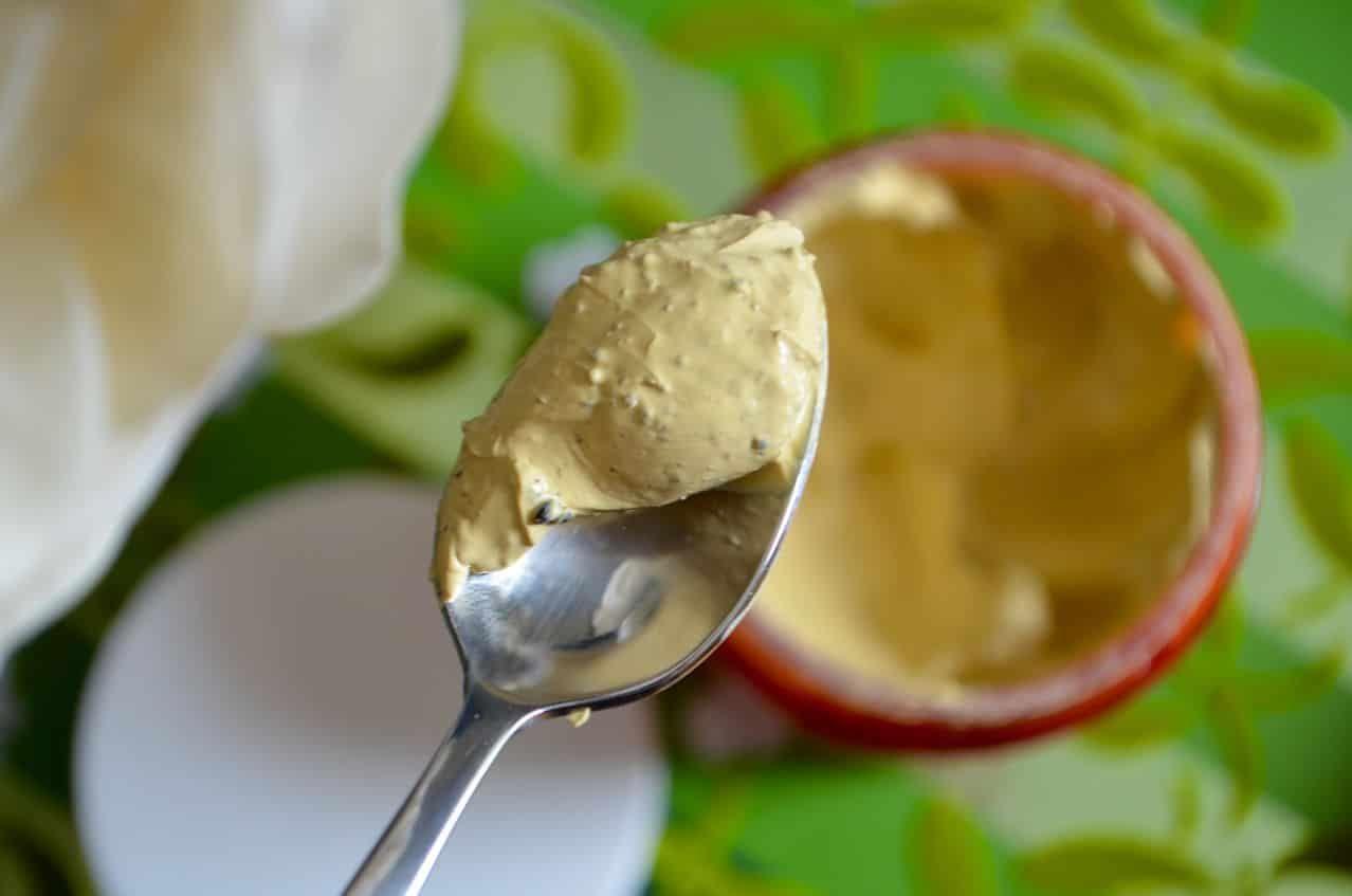Chất mask khá đặc, có màu vàng nghệ nhẹ, mùi dễ chịu