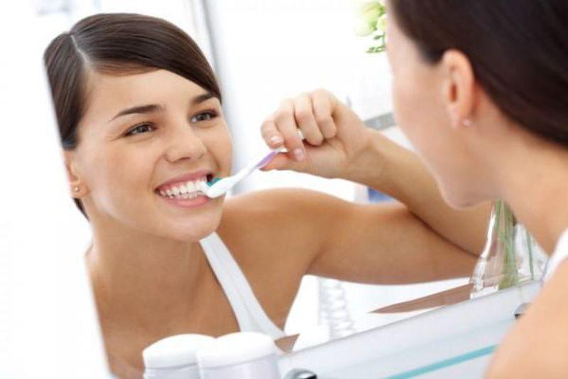 Kem đánh răng Sensodyne fresh mint giảm ê buốt tuýp 100g