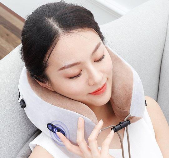 Gối massage cổ chữ U giúp thư giãn cổ vai gáy