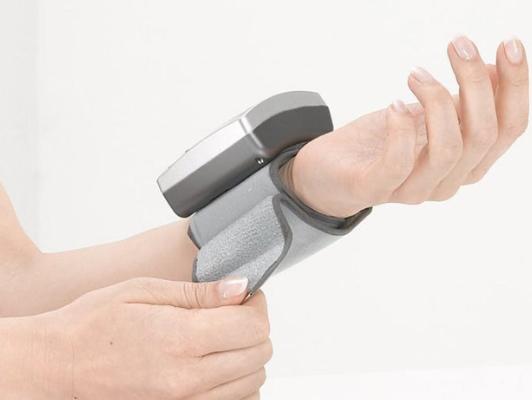 Sanitas SBC21 đo huyết áp tự động hoàn toàn trên cổ tay